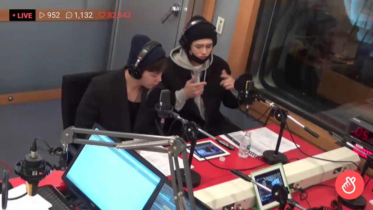 16/04/2018 [V LIVE] Arirang Radio (Super K-Pop / F.CUZ) Da5GBzSV4AAYyO3
