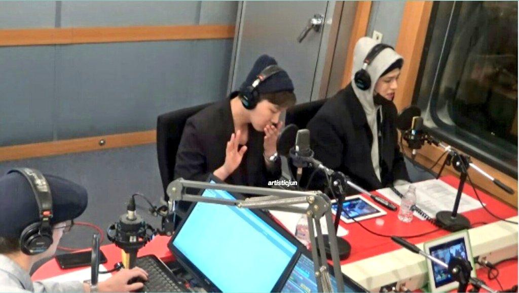 16/04/2018 [V LIVE] Arirang Radio (Super K-Pop / F.CUZ) Da5I77aVQAI7C8G