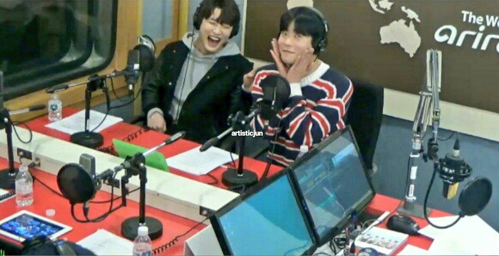 16/04/2018 [V LIVE] Arirang Radio (Super K-Pop / F.CUZ) Da5ICYpVwAECLnV