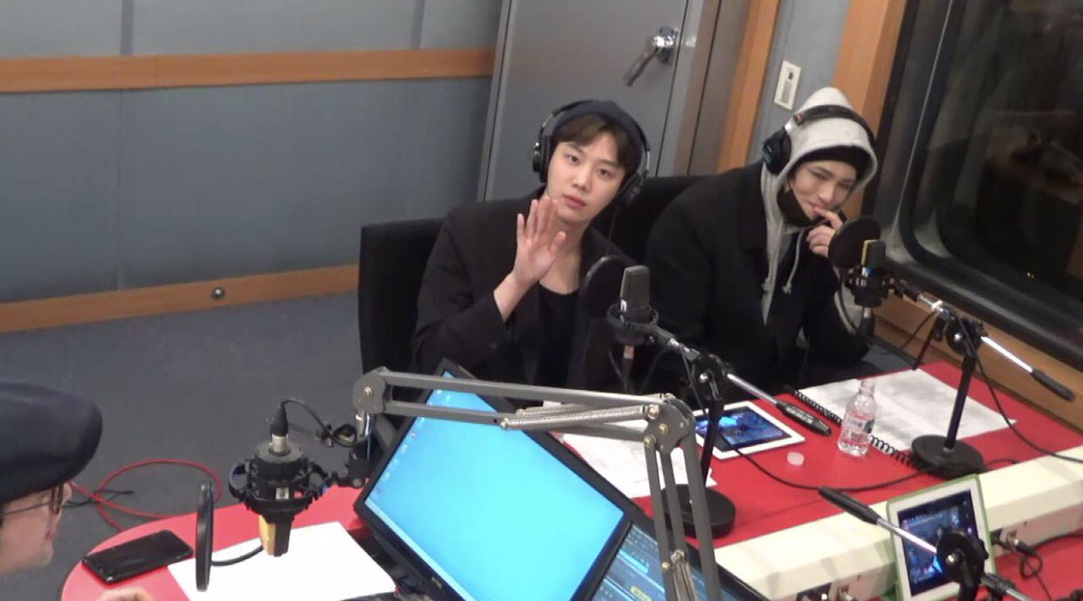 16/04/2018 [V LIVE] Arirang Radio (Super K-Pop / F.CUZ) Da5JXQIU8AA9_ct