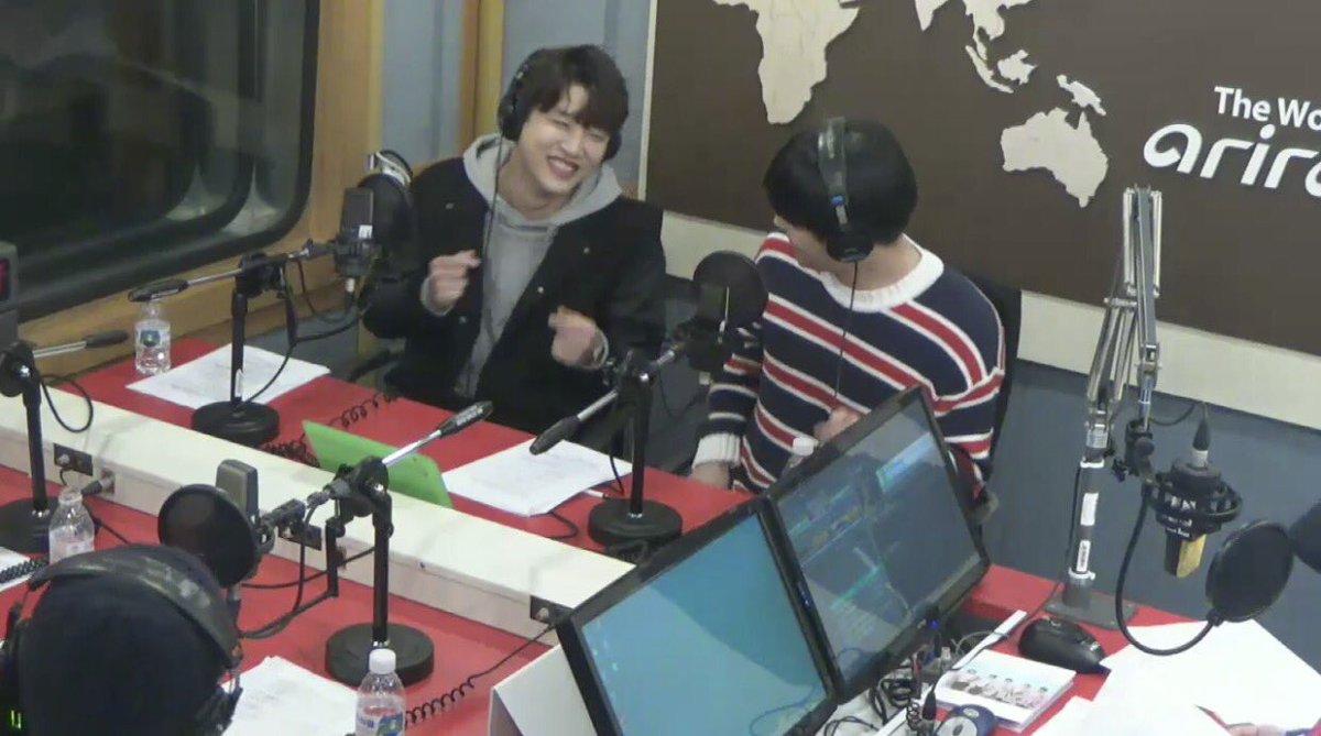 16/04/2018 [V LIVE] Arirang Radio (Super K-Pop / F.CUZ) Da5JXQSUMAEUhlM
