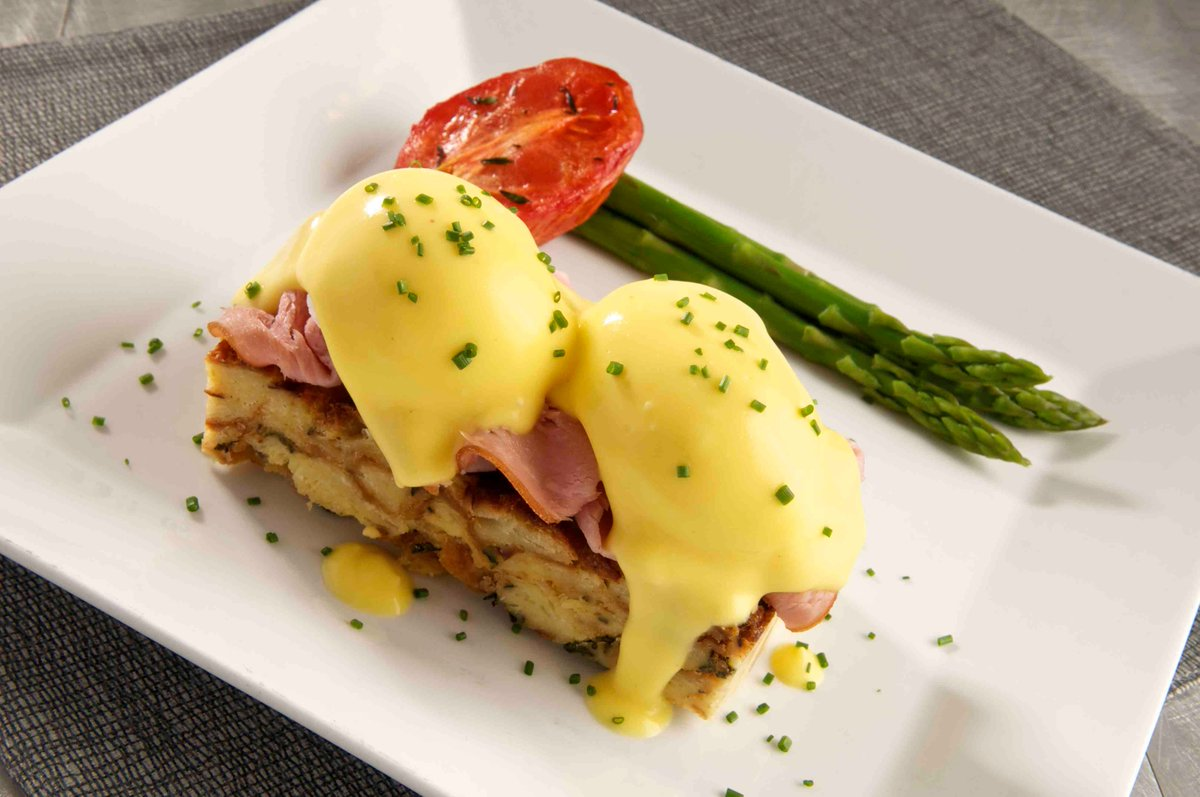 "Celebrate #NationalEggsBenedictDay with our Eggs Bennie .. 2 poached eggs, peameal bacon, toasted english muffin, hollandaise sauce. An ""egg-cellent"" way to start your day! <br>http://pic.twitter.com/qd7wkA2Aw5"
