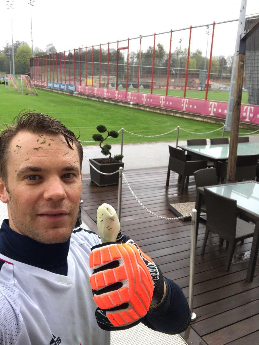 ¡Dándole duro! 👍  #NeuerTheWall #FCBayer...