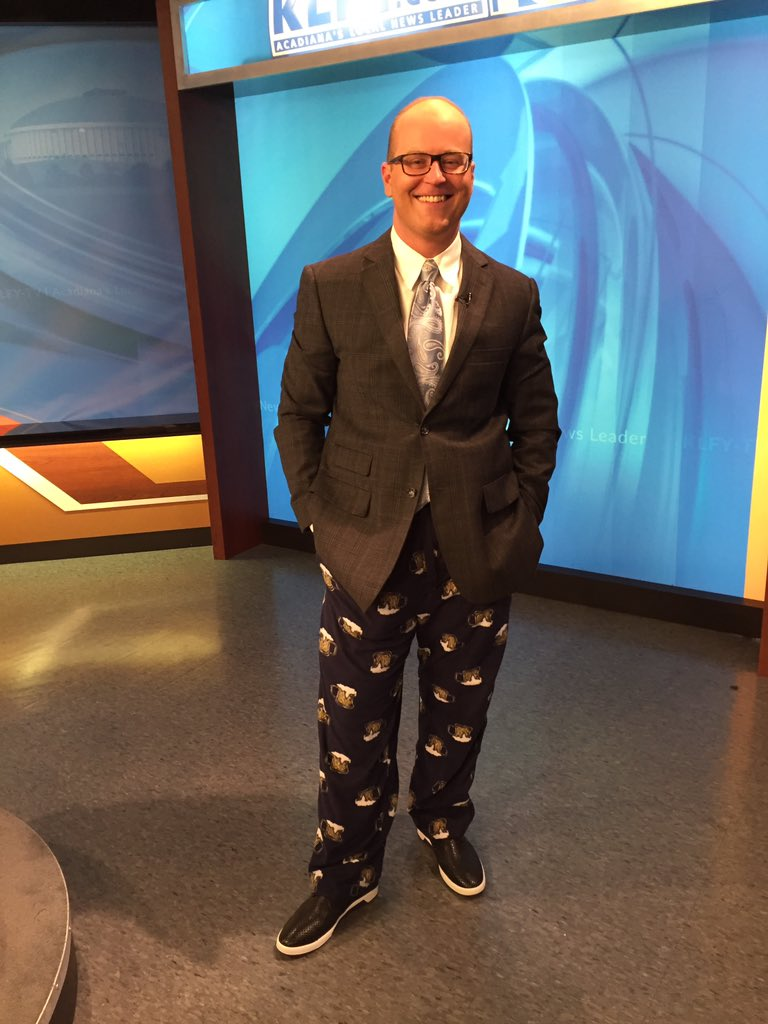 See anything different this morning?#WearYourPajamasToWorkDay <br>http://pic.twitter.com/PVSnIx8s1t