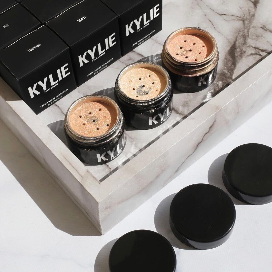 Kylie Jenner  - Just restock twitter @KylieJenner