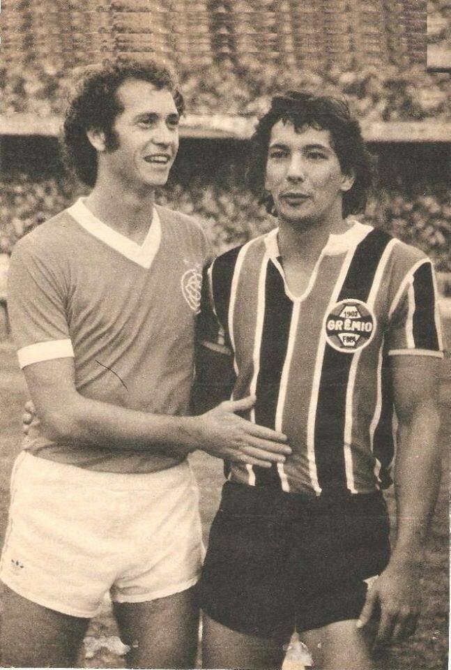 OldFootballPhotos @OldFootball11 #Falcão (#Internacional) and #Éder (#Grêmio) <br>http://pic.twitter.com/y6ZjBBkNrt