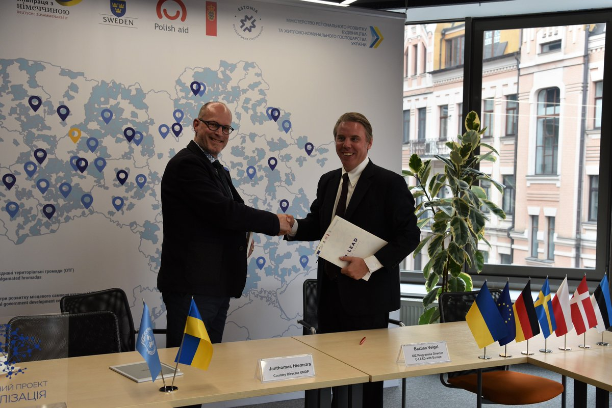 #UNDP and GIZ/U-LEAD have just signed a Memorandum of Understanding on closer cooperation and scaling up the UNDP&#39;s &quot;I am the Community&quot; information campaign on #decentralization to the national level in #Ukraine. <br>http://pic.twitter.com/Y9MmZCdgHm