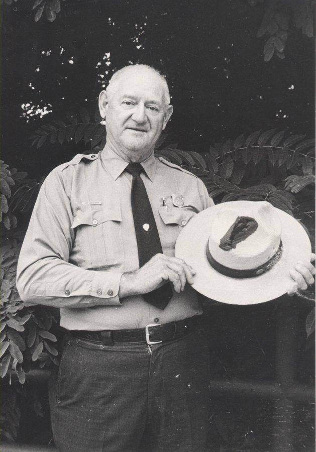 Roy Sullivan, l'homme qui a survécu à sept coups de foudre Da6LHdyWkAAjaow?format=jpg&name=900x900