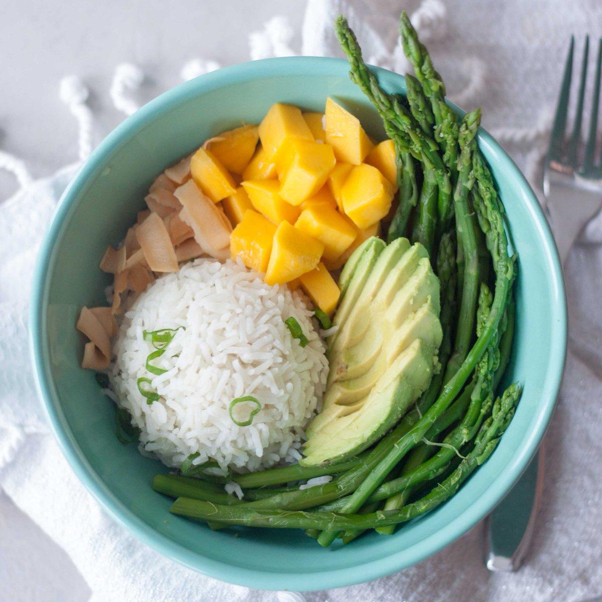 Asparagus Avocado Mango Rice Bowls for quick and #healthy dinner tonight!  https:// awhiskandtwowands.com/asparagus-avoc ado-mango-rice-bowl/ &nbsp; …  #MeatlessMonday #plantbased #glutenfree @MeatlessMonday<br>http://pic.twitter.com/BIYxKeQNTu