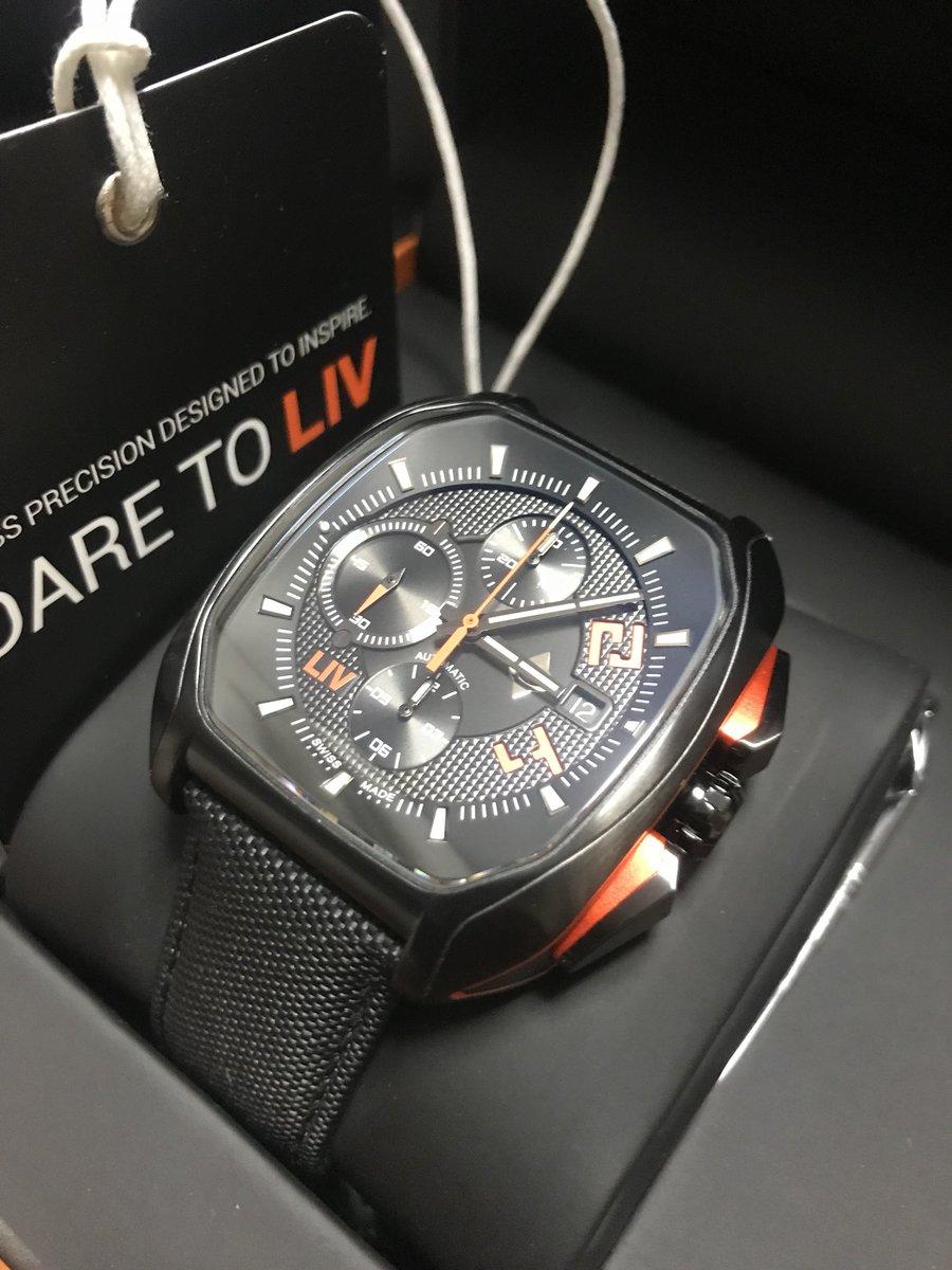 やったぁぁぁ!!! 6〜7年くらい前に自分がデザインした腕時計が、Kickstarterを経て実際の時計になり、遂に手元に届きました!!!  めっちゃ嬉しい♫