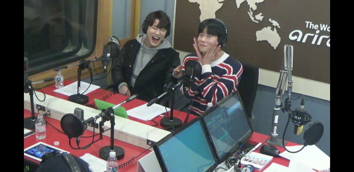 16/04/2018 [V LIVE] Arirang Radio (Super K-Pop / F.CUZ) Da6lddRVAAAk34j