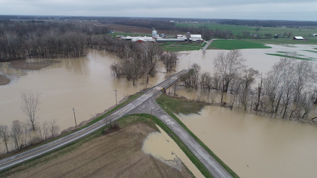 Flooding at Indian Hollow and Foster Roads in Wellington, Ohio. @YourChronicle @NWSCLE @OHfirstwarn @DJIGlobal @Poynter #newsdrone @DroneDeploy #dji #phantom4<br>http://pic.twitter.com/CQWUXRAF89
