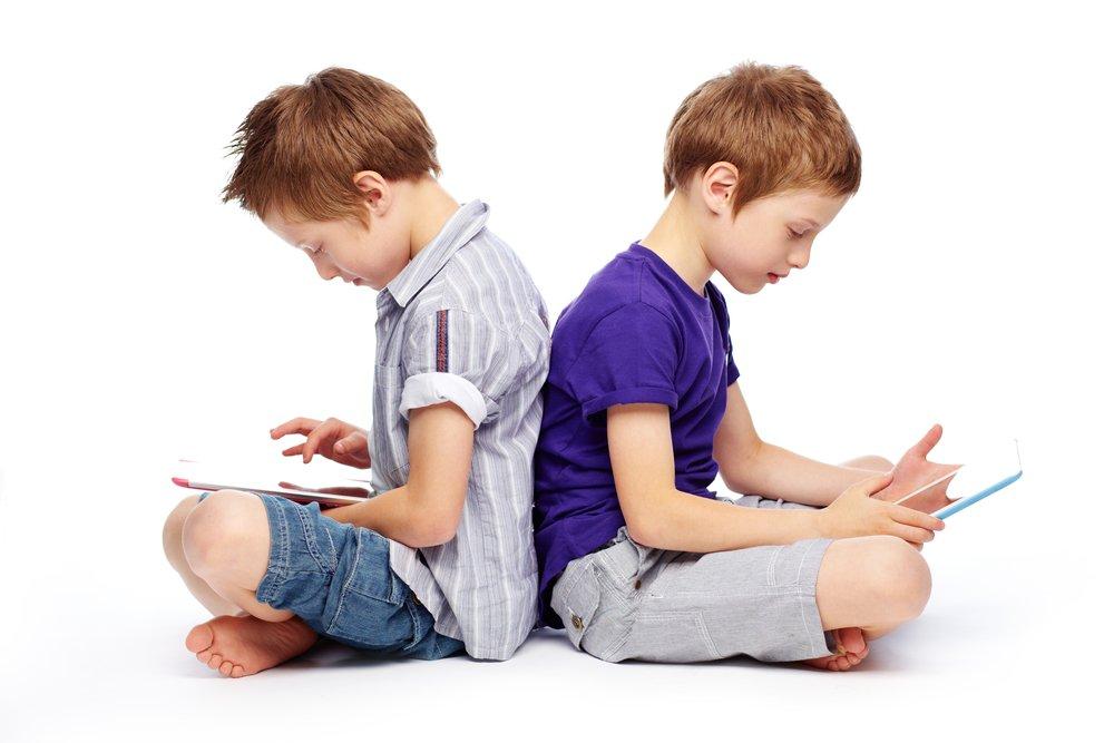 Картинка мальчика с планшетом