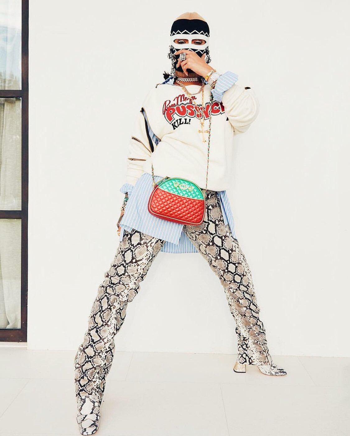 .@Rihanna in Gucci ladies & gentlemen. #Coachella https://t.co/Yyb3nMfgfg