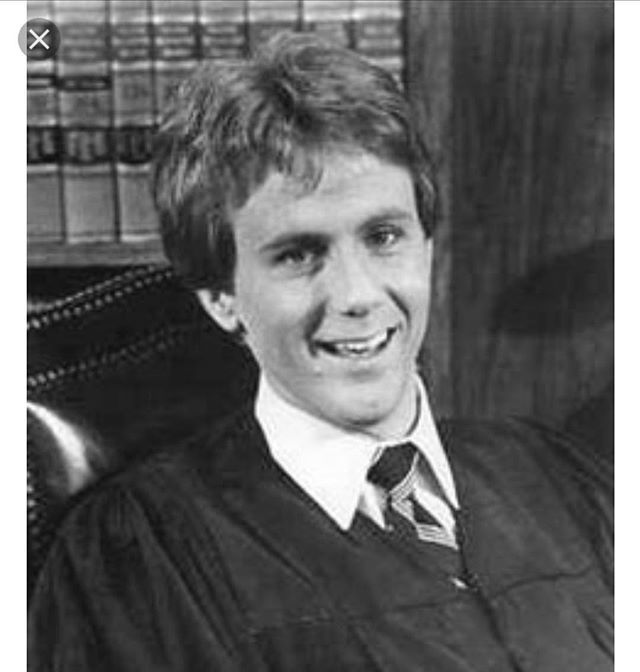 Night Court Harry Anderson was found dead in his Asheville home this morning.  He was 65. https://t.co/aYkvNowQRr  https://t.co/gbSWMDFT4N