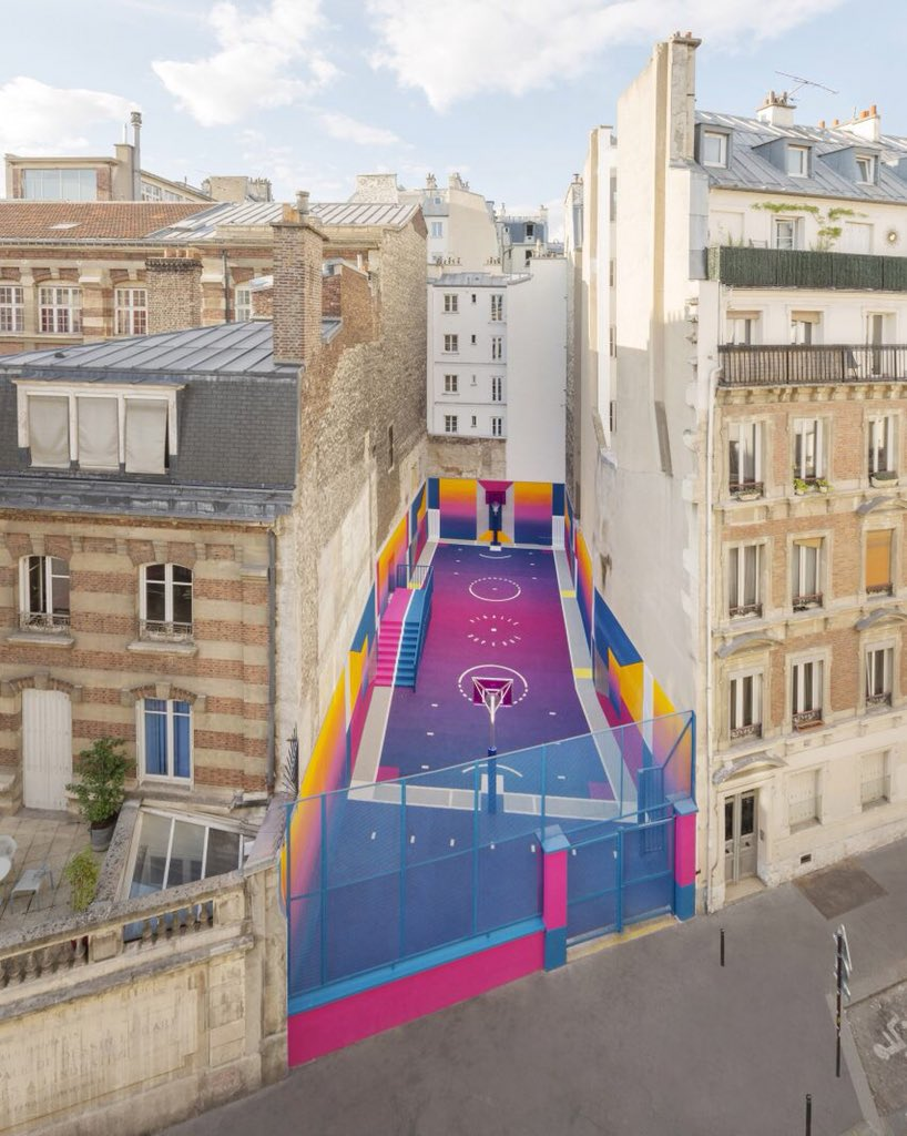 This basketball court is the dream https...