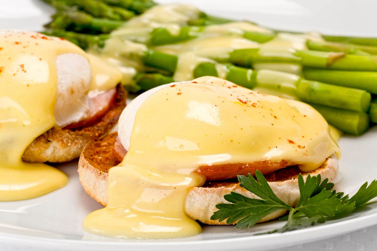 Who needs an alarm clock this Monday? Wake up your family to the smell of my Italian Eggs Benedict on #NationalEggsBenedictDay!   http:// bit.ly/2JQN0ZU  &nbsp;  <br>http://pic.twitter.com/MjYgsYoQEH