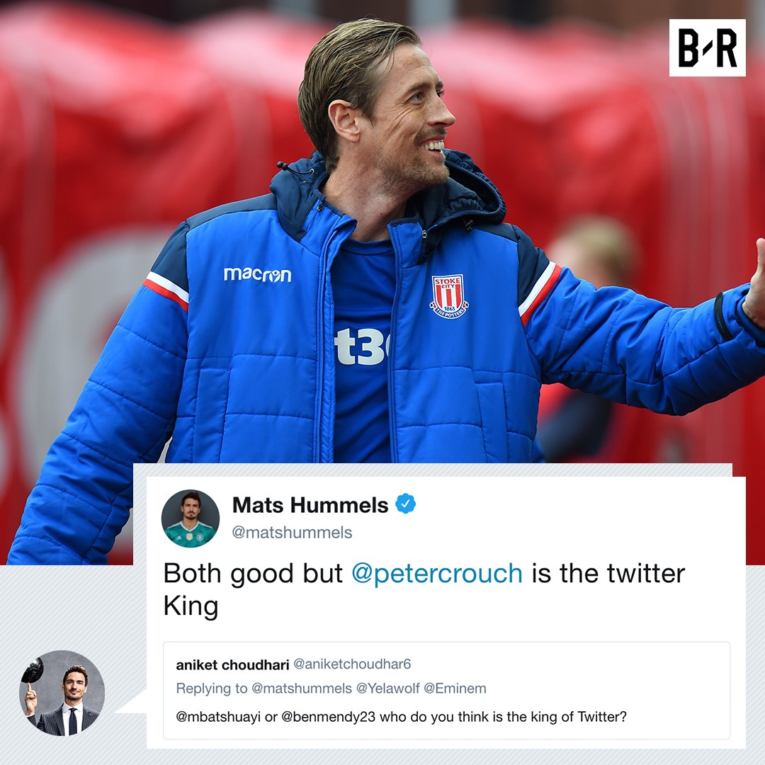Mats Hummels wades into the biggest debate in football…and crowns @petercrouch as the King of Twitter! 👑