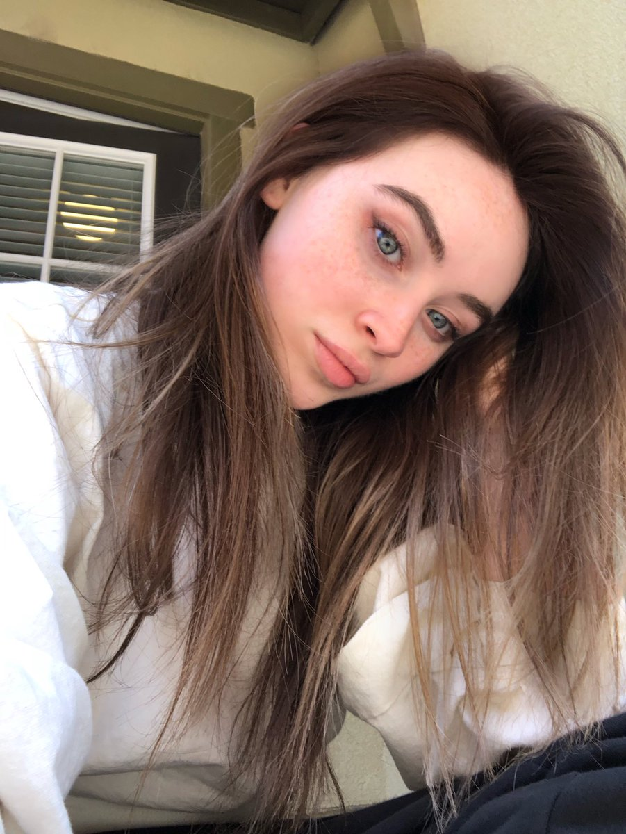 Sabrina Carpenter Quot Plz Send Tips On How To Brunette
