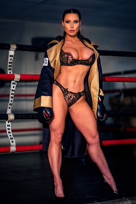 #MotivationalMonday #Curves #girlsthatlift #LustArmy .. check out @vrbangers April 20th for more 🥊🥊 https://t