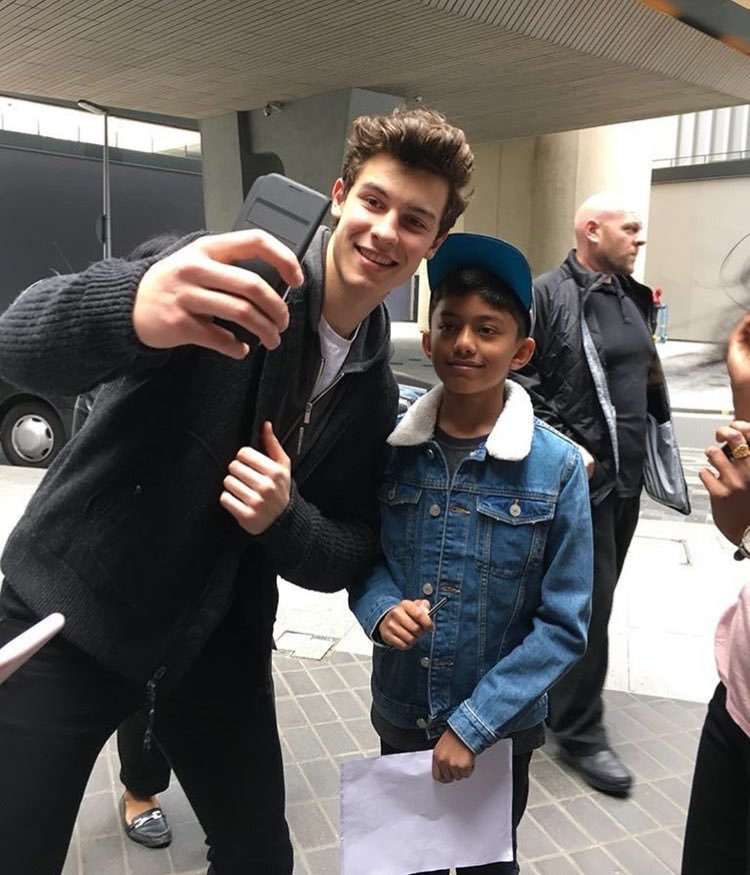 Shawn with fans today in London https://...