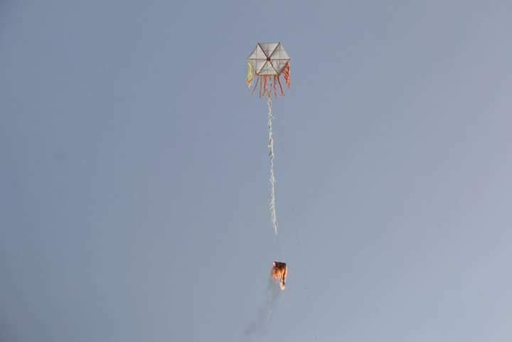 صحيفة يديعوت أحرنوت: الجيش الإسرائيلي يبحث عن حلول لظاهرة إطلاق الطائرات الورقية المحملة بالحارقات من غزة والتي تسببت على مدار الأيام الثلاثة الماضية بإحراق عدة حقول على الجانب الإسرائيلي من الحدود.