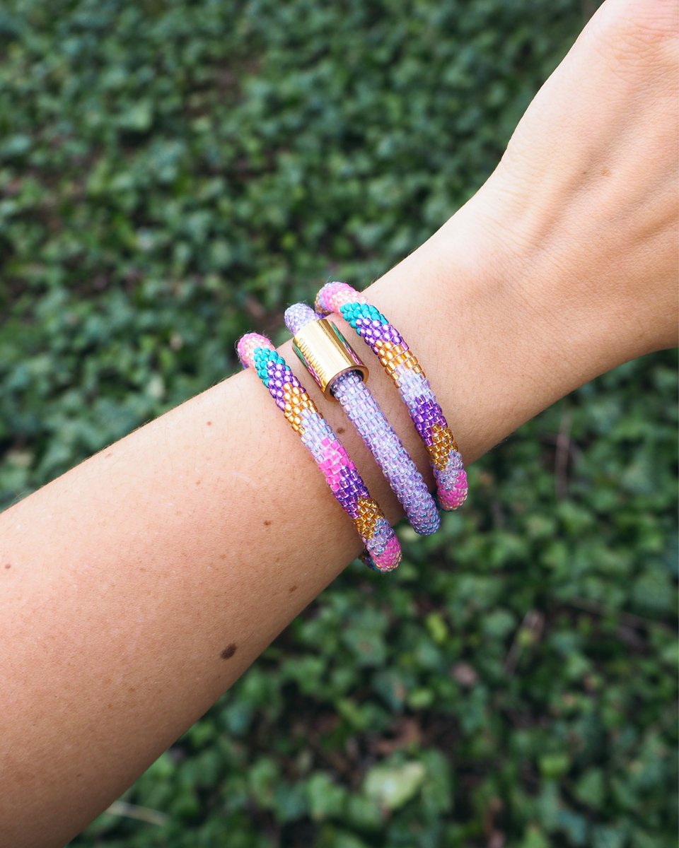 #Giveaway! We&#39;re giving away 4 @SashkaCo Bracelets to 4 friends! To enter: 1. Follow @SashkaCo - 2. Like and Retweet this post - 3. Tag 3 Friends. Good Luck! #PositiveVibes <br>http://pic.twitter.com/vWA1je20H5