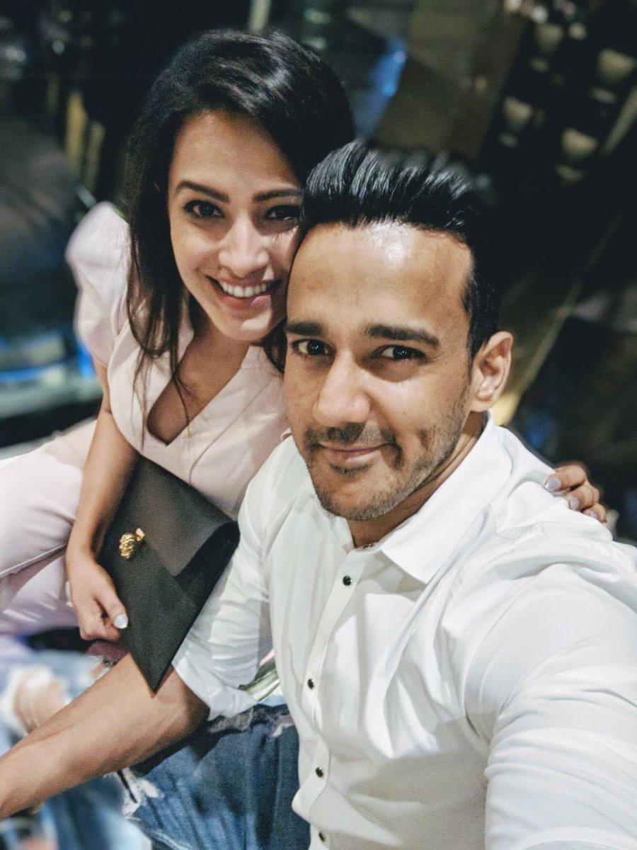 Sweet couple#RomanticCouple #AnitaRohit #anitahassanandani #RohitReddy  #Couple@anitahasnandani @rohitredzpic.twitter.com/FLOxbJv6zM
