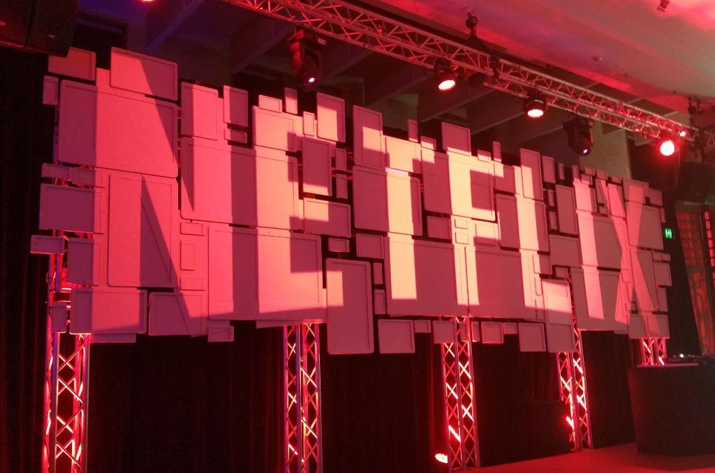 Netflix hits 125 million subscribers worldwide.  https://t.co/ZSUnV420WG https://t.co/HA1rD1GQ0Q
