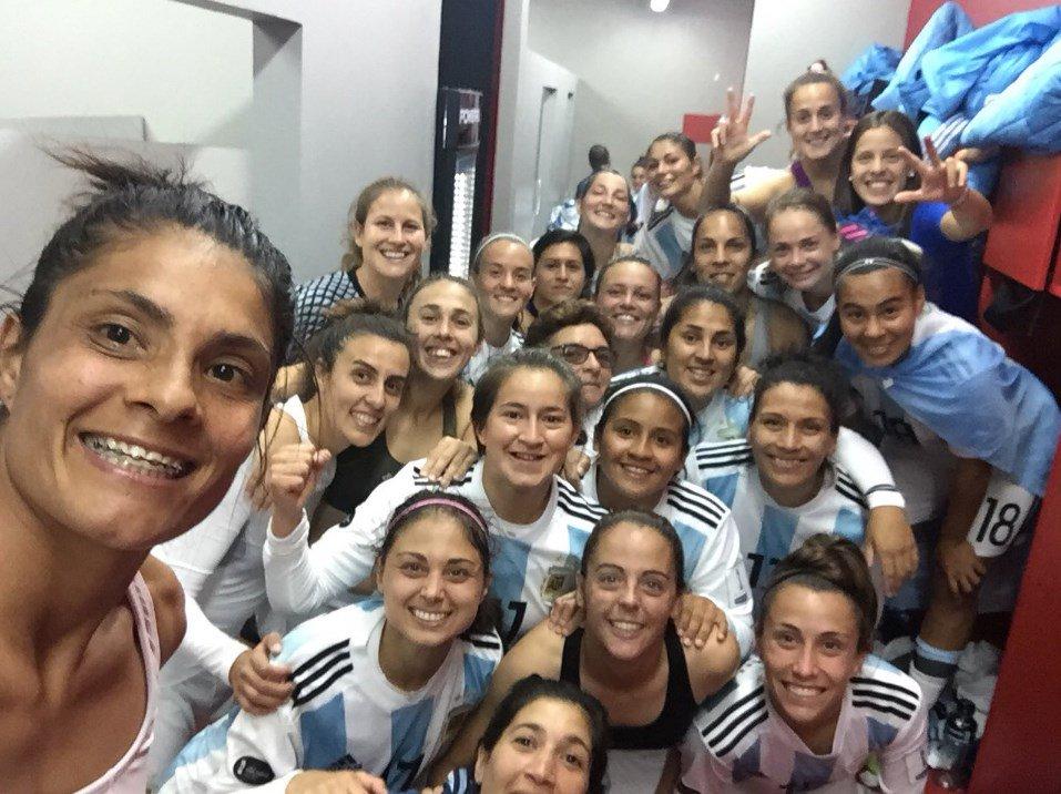 Resultado de imagen para vestuario chicas seleccion argentina