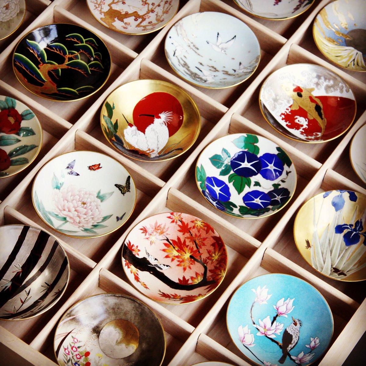 「天井絵二十五季盃揃え」永平寺の天井絵に着想を得た盃。季節毎の日本の花鳥風月、縁起物の絵柄など。