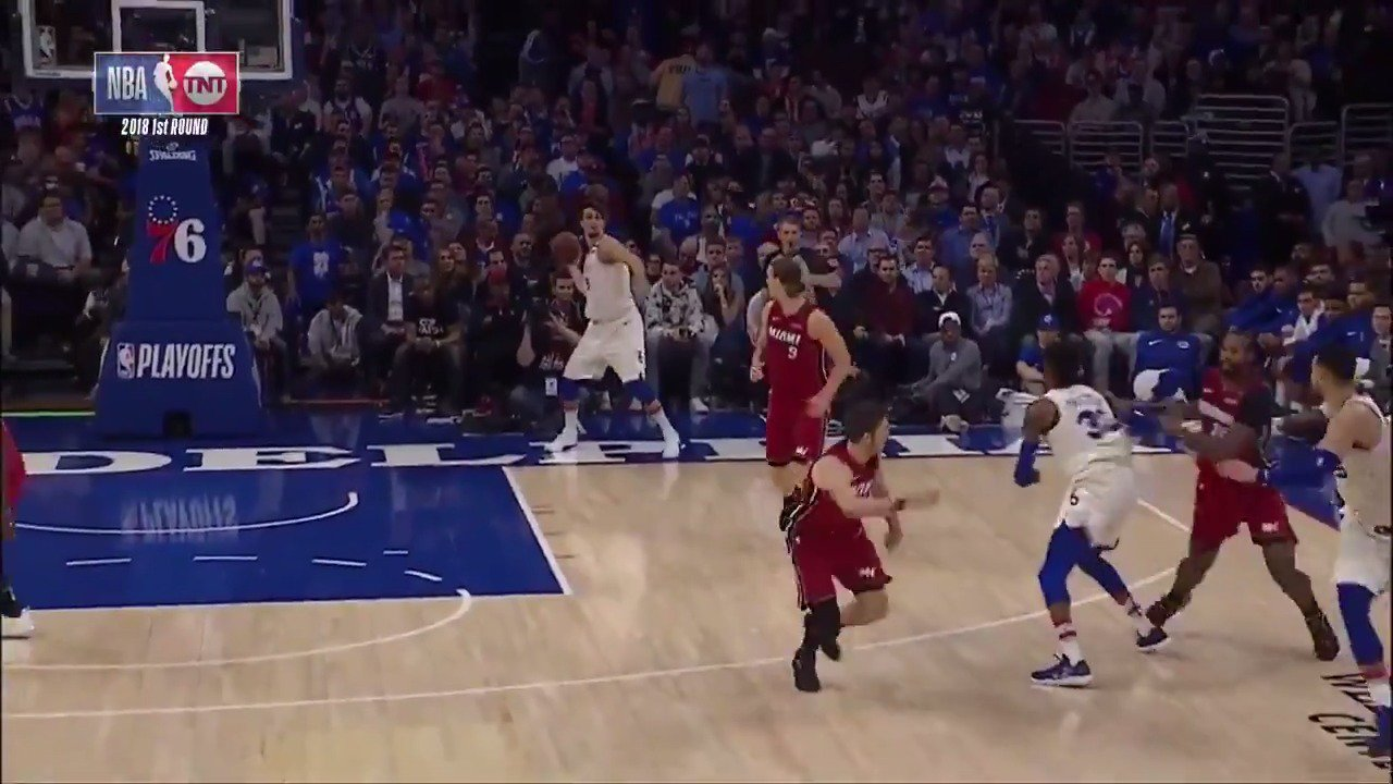 A full court #AssistOfTheNight dime for Saric to Simmons for the jam!  #PhilaUnite https://t.co/6gRmfgthnu