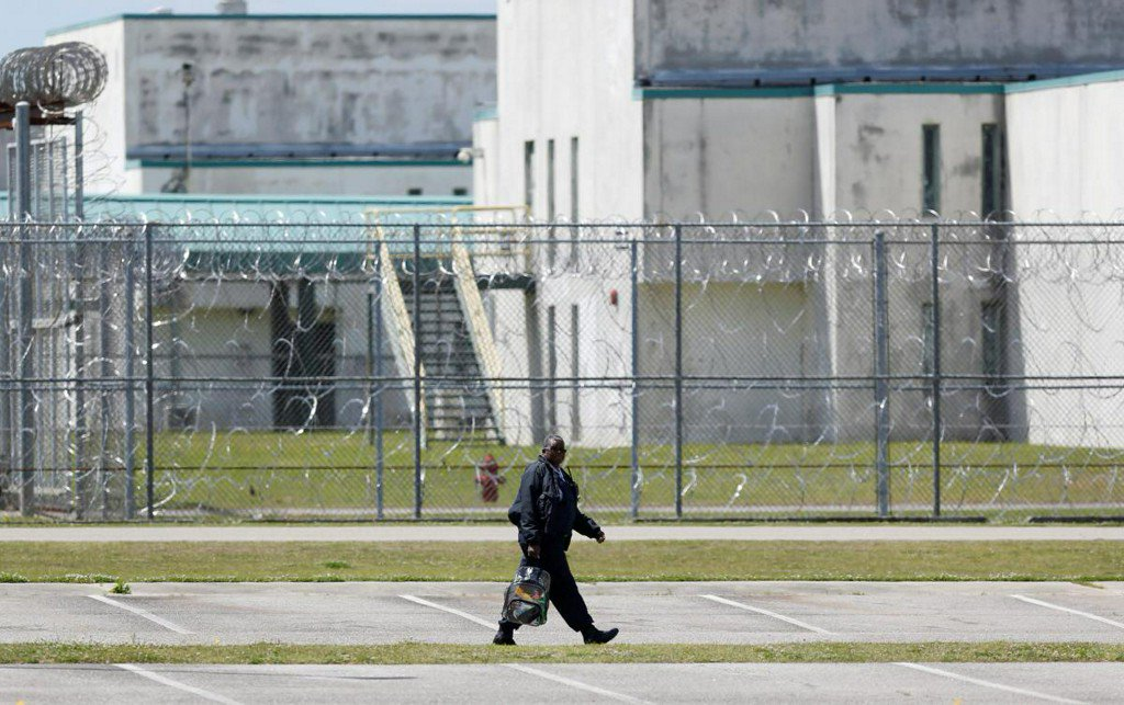 Gang dispute sparks deadliest U.S. prison riot in 25 years: official https://t.co/LbaCLMiFUh https://t.co/GTHuCplB2Y