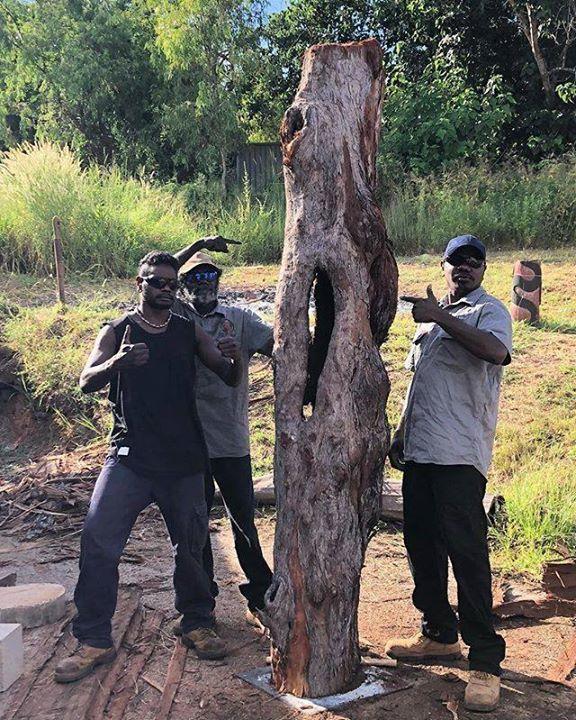 One serious larrakitj..to be continued. #yolngupower #natural #timber #sculpture #art #australiancontemporaryart #indigenous #harvest https://ift.tt/2Hqwdylpic.twitter.com/yPocIU5Pex