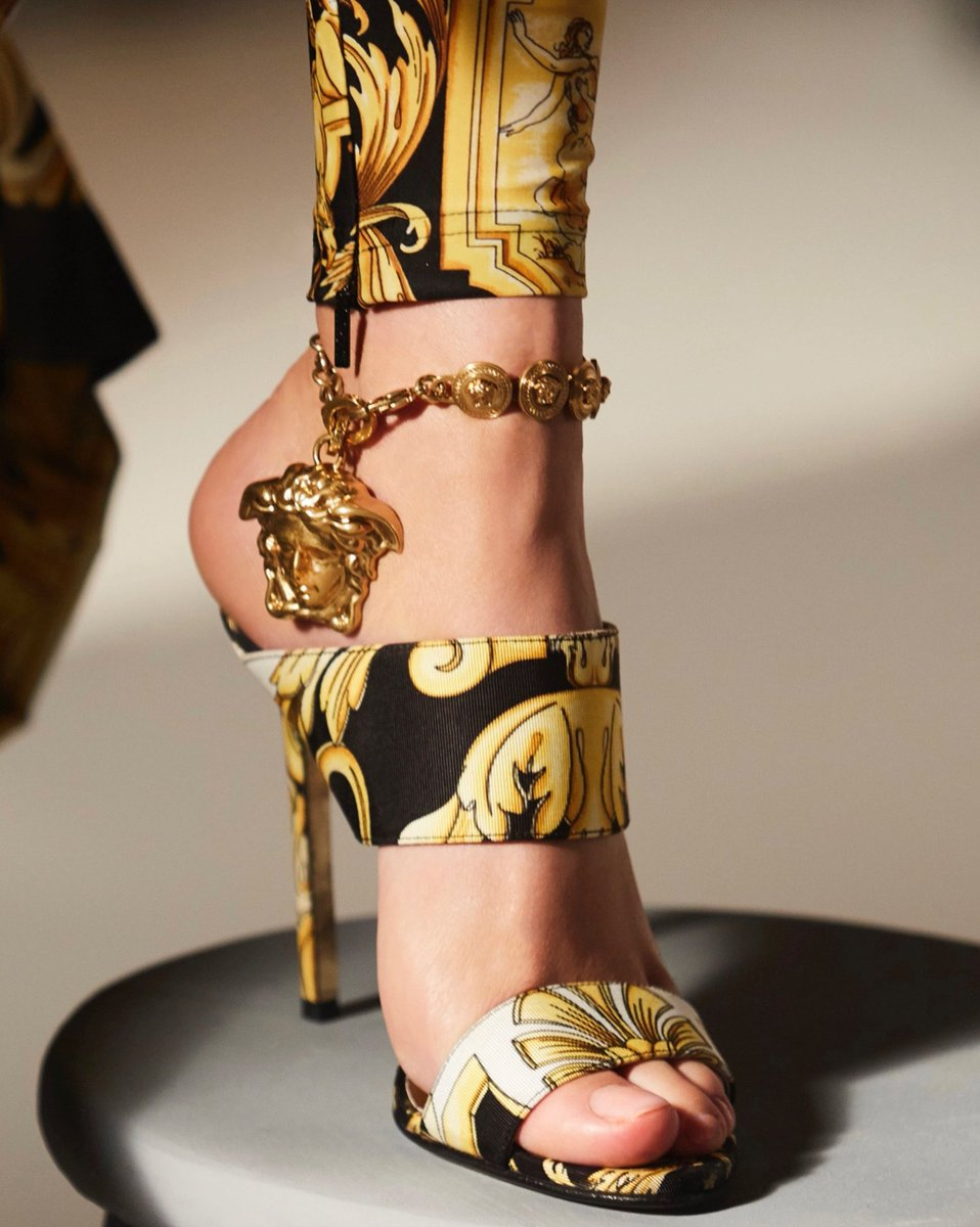 #VersaceTribute - A Medusa statement.  Find the sandals: https://t.co/VKMwzEDOeZ