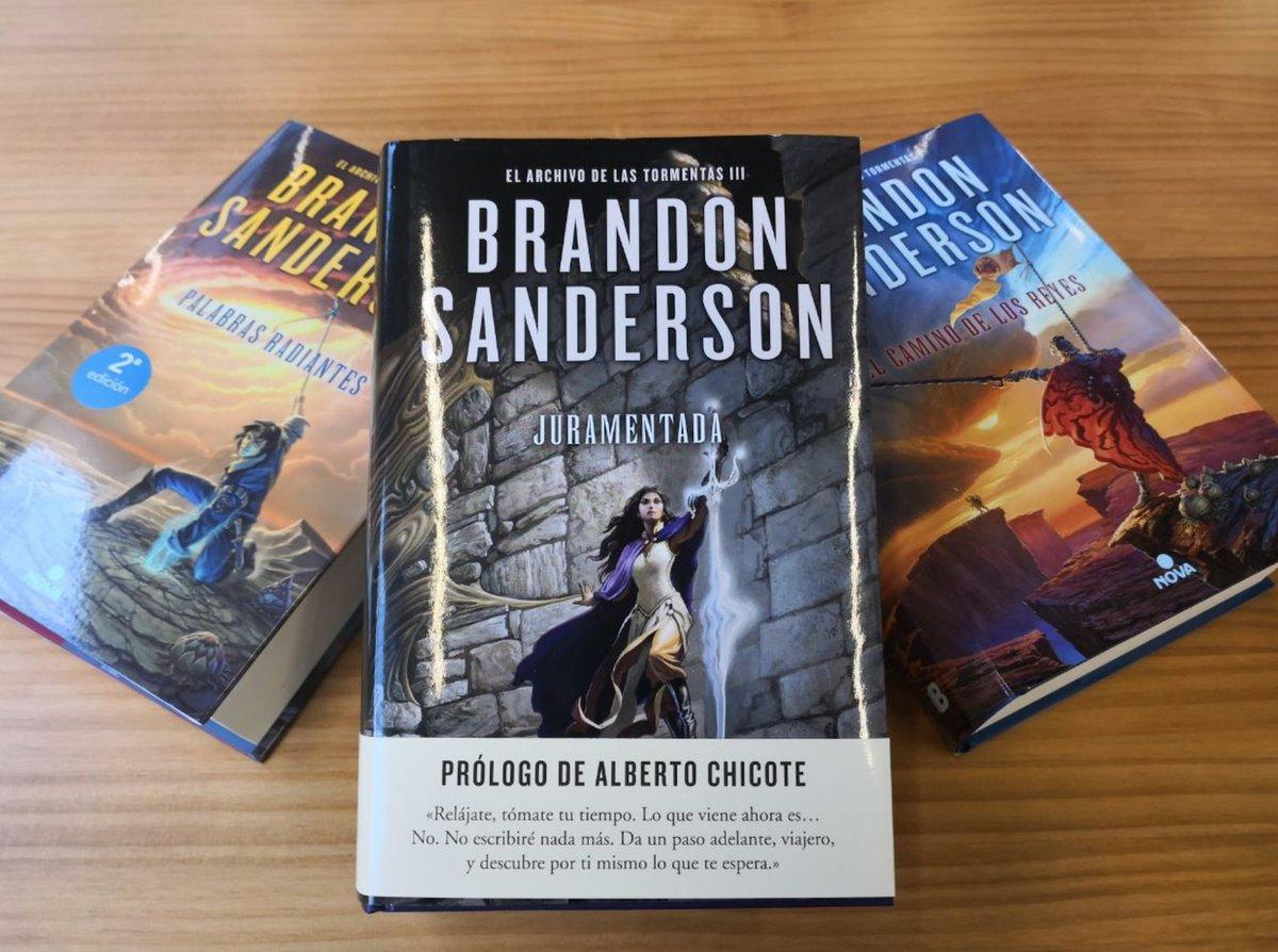 """Nova on Twitter: """"Para los dormilones: Hoy ha salido a la venta #Juramentada,  de @BrandSanderson, tercera parte de #ElArchivoDeLasTormentas."""