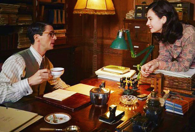 The Guernsey Literary & Potato Peel Pie Society de Mike Newell - Page 4 DaCat5jUQAAjg1Y