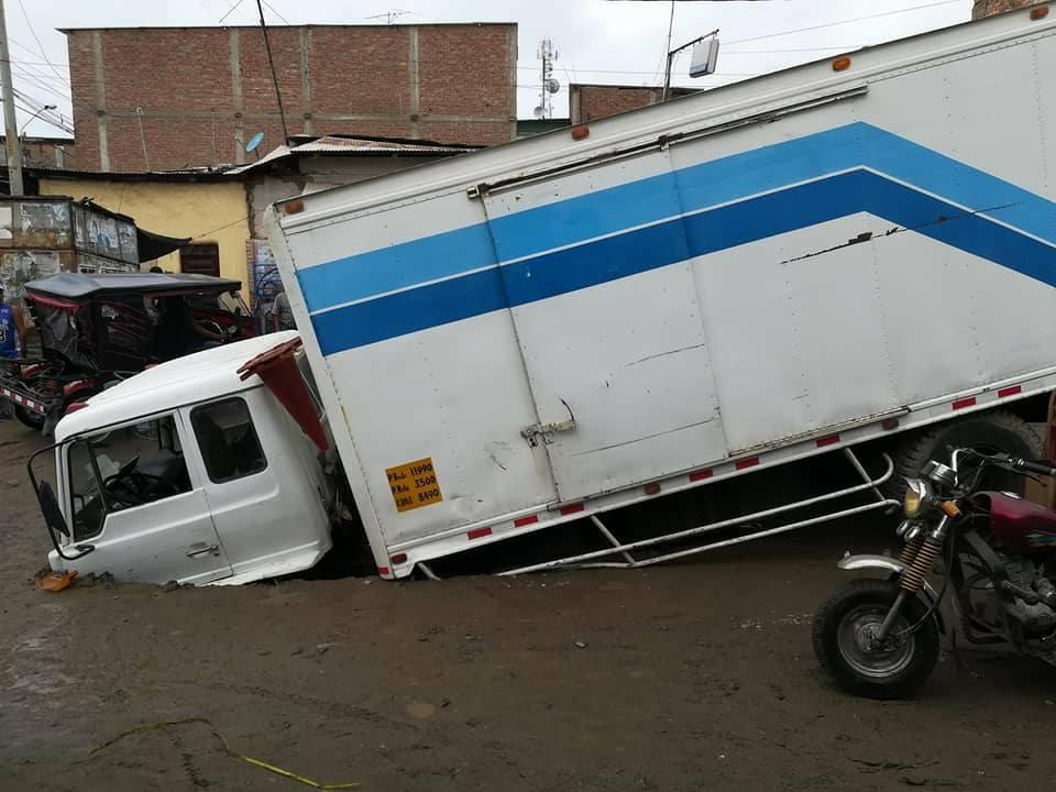 4fa37d39d ... en la zona del mercadillo de Sullana (Piura) entre las calles Túpac  Amaru con la transversal Dos de Mayo. El chofer se vio sorprendido y  felizmente pudo ...