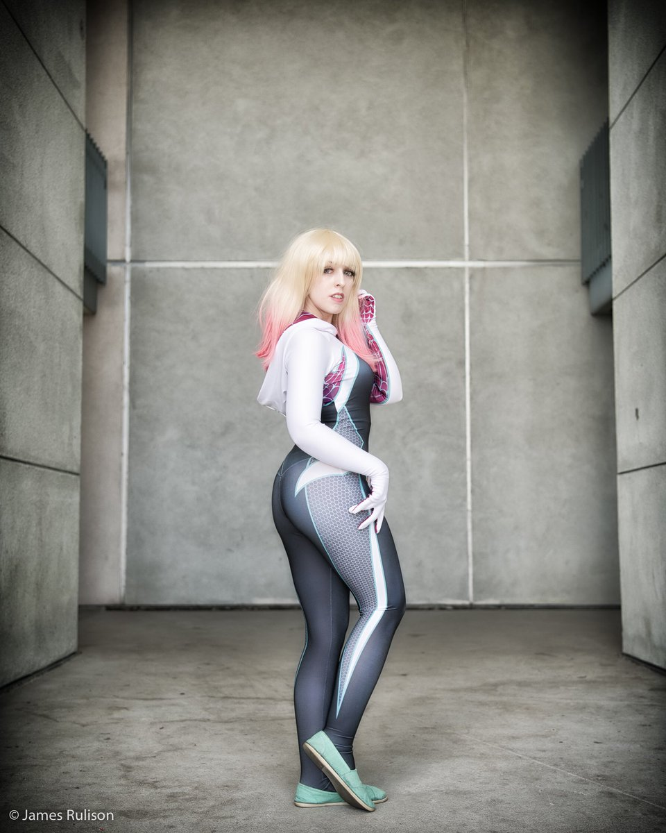 a9f1cf9c94093 ... does whatever a Spider-Butt can 🕷🍑 📷: @big_james Pattern:  @brandonogilbert #spidergwen #ghostspider #marvelrising #cosplay…  https://t.co/GWOj9nlNzZ