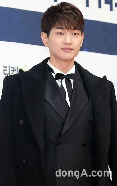 {UP!!!] SM side '#SHINee #Onew cleared of sexual harassment charge.' https://t.co/C6GgqDhE1m https://t.co/QG2aP5b7oC