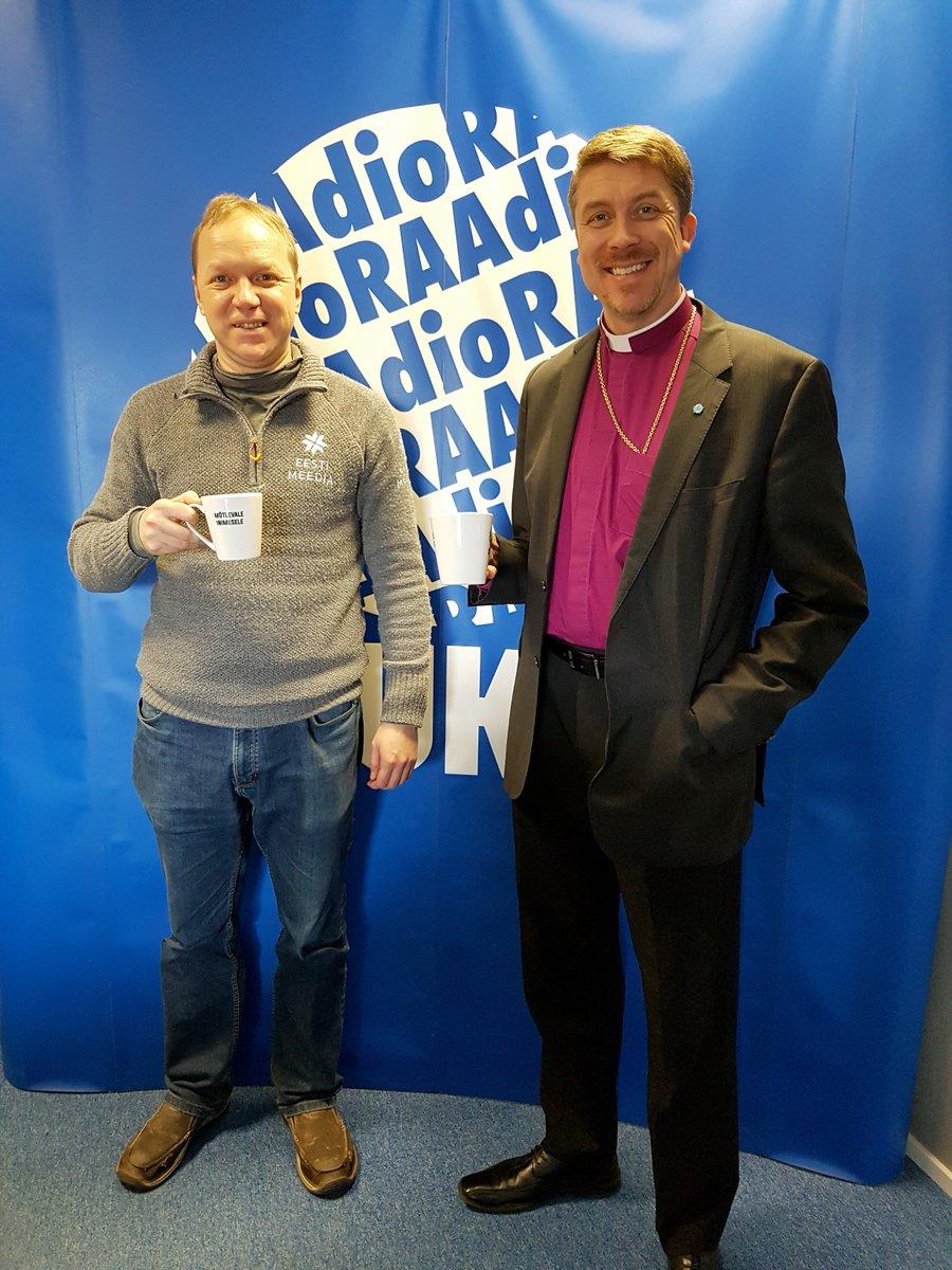 Tänases Vox Populis on kuulajate küsimustele vastamas EELK peapiiskop Urmas Viilma. Kuula siit: https://t.co/IpPYxtvb24 #raadiokuku #Estonia #raadiomõtlevaleinimesele @Peapiiskop https://t.co/grFNQfjEma