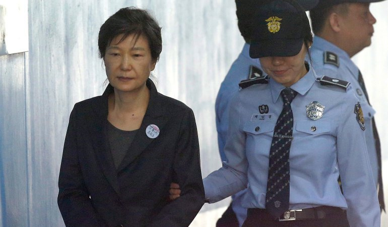 #6AM   Expresidenta de Corea del Sur condenada a 24 años de prisión por corrupción  ---> https://t.co/cgxJ0FbKzk