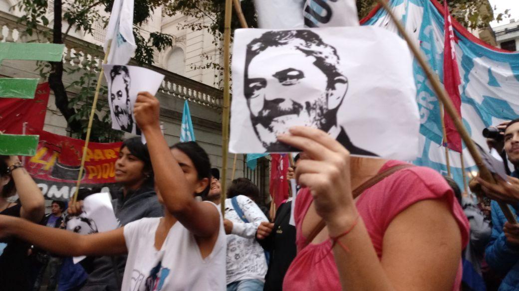 #Argentina 🇦🇷 | Solidaridad con Lula Da Silva y la democracia frente a la embajada de Brasil   #LulaLivre