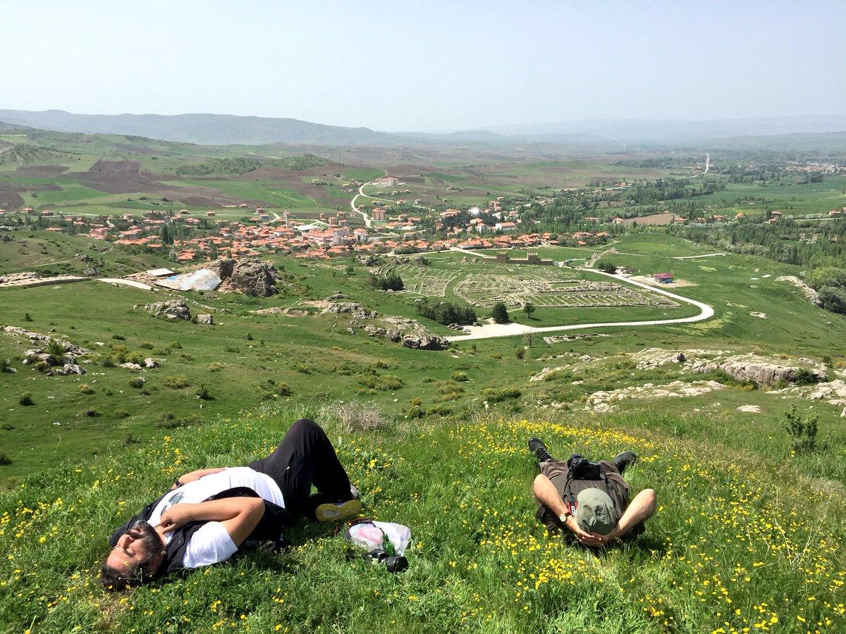 高度な鉄製造技術を基盤に繁栄した、古代ヒッタイト帝国の都ハットゥシャの遺跡。今は小さな村になっている。緑色の立方体の美しい石がポツンと残っていた。新緑に染まる、春のアナトリア高原に吹く風はとてもさわやかだった。