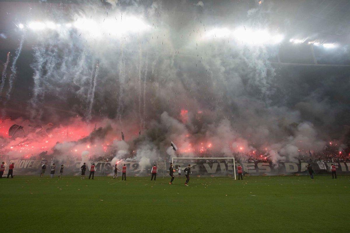 Que noite inesquecível na @A_Corinthians!   📷 Daniel Augusto Jr./Agência Corinthians  #AFielÉFoda #NuncaFoiFácil #DerbyDoSéculo #VaiCorinthians