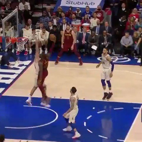 OH MY. LEBRON. SHEEESH. https://t.co/T46YHGZo66