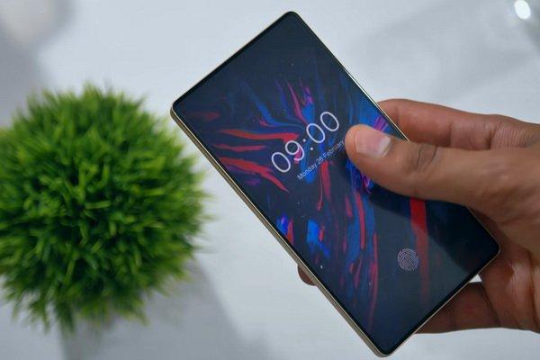 Doogee Mix 4 Concept Smartphone Features Sliding Screen