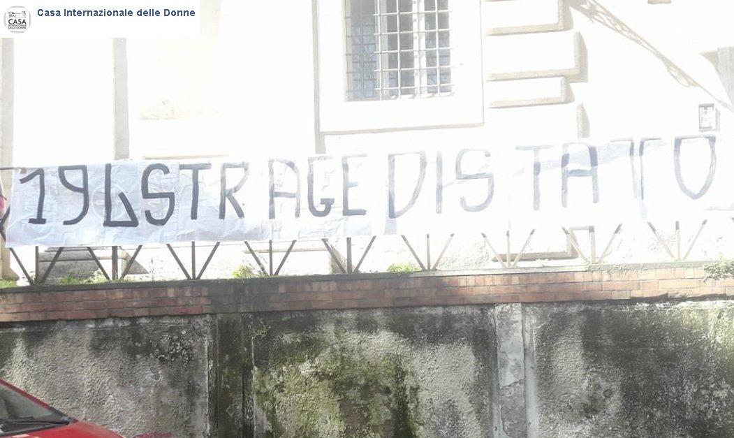 Roma, blitz fascisti #ForzaNuova alla #Casadelledonne  @CasaIntDonne_Rm https://t.co/y8BormV4wg