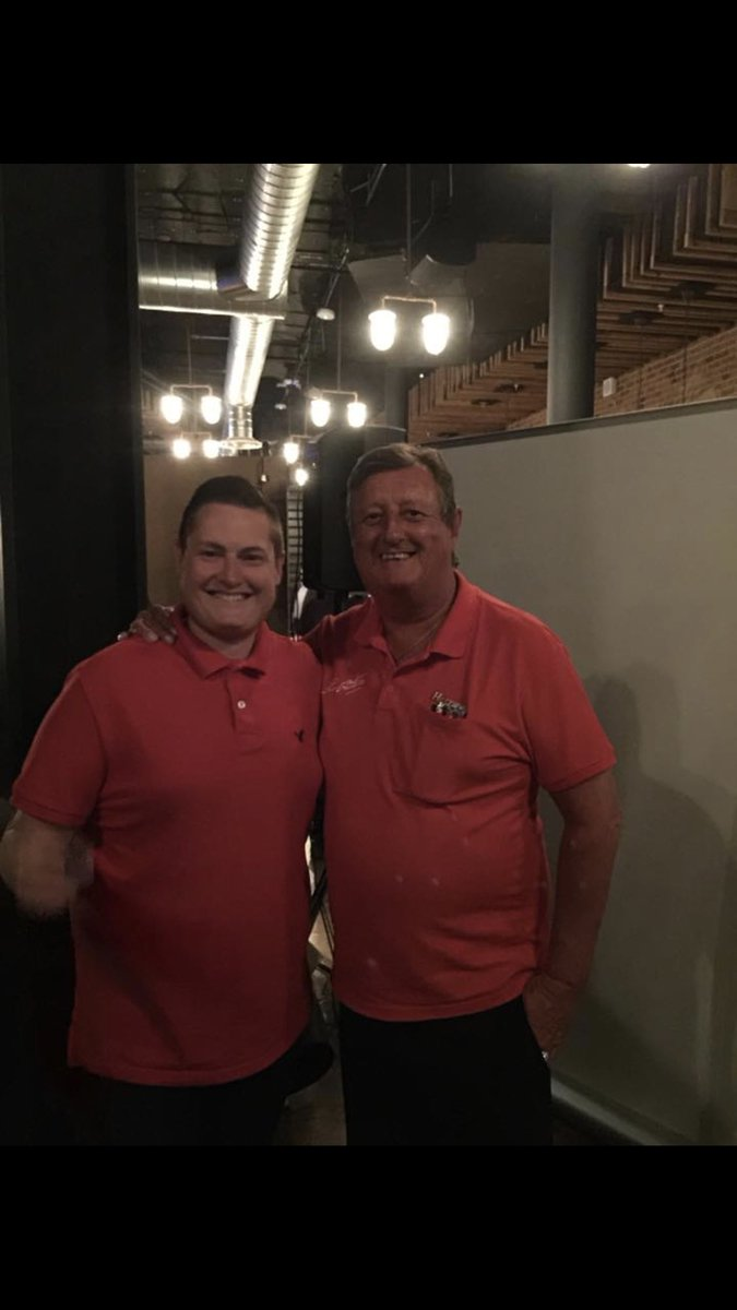 @ericbristow I met Eric a few times this pic was back in 2015 at the premier league final at one of his hospitality events. Absolute legend and gentleman! I've lost a hero ☹️