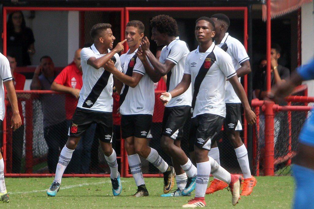 1, 2, 3 e 4! Sub-17 goleia o Flamengo na Gávea, por 4 a 0, pela Taça Guanabara. Os gols do Gigante da Colina foram marcados por Figueiredo, Talles (2) e Brasília. #RaizÉSerVasco #BaseForte   📸: Paulo Fernandes/Vasco.com.br